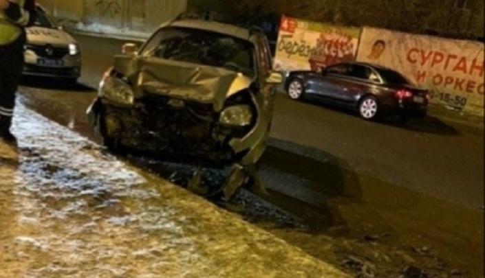 В Волгограде водитель кроссовера разбил две иномарки: есть пострадавший