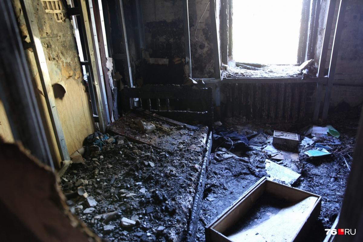 Комната, где случился пожар, выгорела полностью