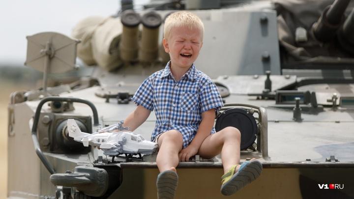 «Это армия, сынок!»: на волгоградском полигоне «Прудбой» прошло грандиозное военное шоу «Армия-2019»
