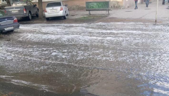 После дождя в центре Екатеринбурга затопило перекрёсток —вода не ушла даже через 4 часа