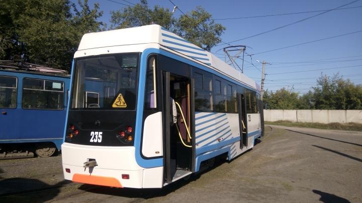 Новые очень тёплые вагоны показали в трамвайном депо