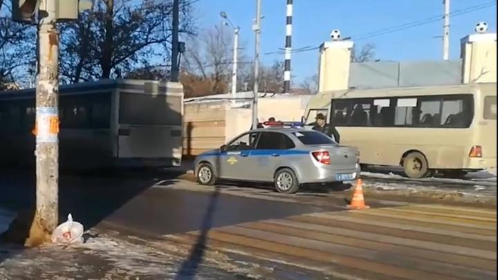 В Ростове столкнулись пассажирский автобус и две маршрутки: есть раненые