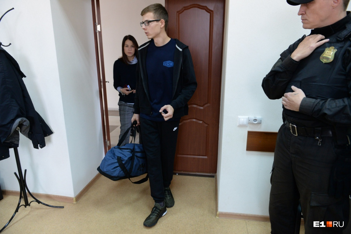 В Екатеринбурге суд признал очкарика виновным в драке с мажором и дал 300 часов обязательных работ