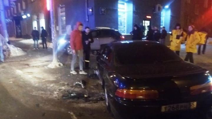 В центре Новосибирска столкнулись «Тойота» и «Инфинити»— пострадали люди
