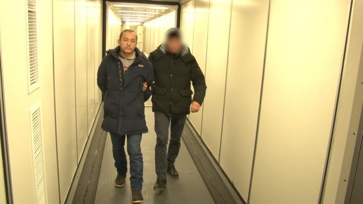 Сотрудники ФСБ выдворили из Самары сторонника террористов