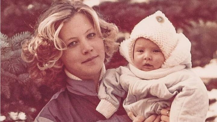 Стиль ретро и признания в любви: Челябинск отметил День матери