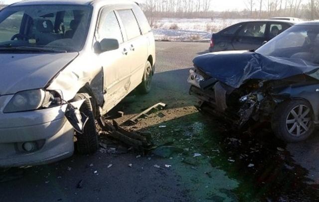 В Шадринске «Мазда» не уступила дорогу «Ладе», пострадали мальчик и мужчина-водитель