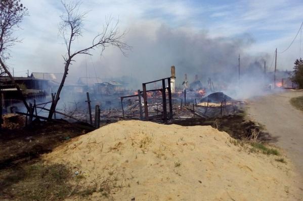 Последствия от пожара, который начался с одной из свалок