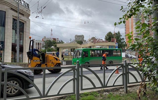 После аварии с двумя погибшимина Малышева решили отремонтировать дорогу и убрать колею