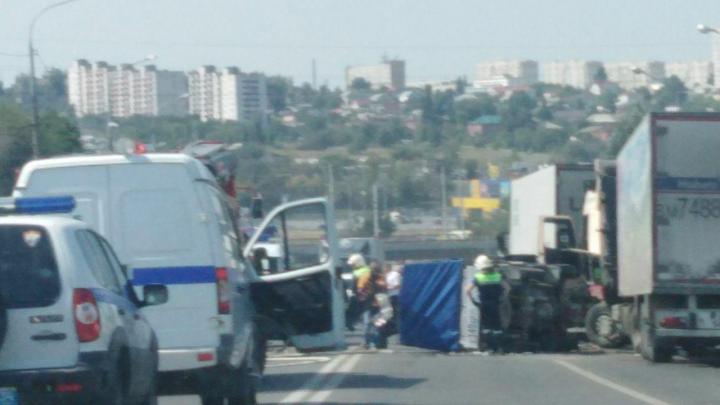 Пять автомобилей столкнулись на Второй Продольной магистрали в Волгограде, есть пострадавшие