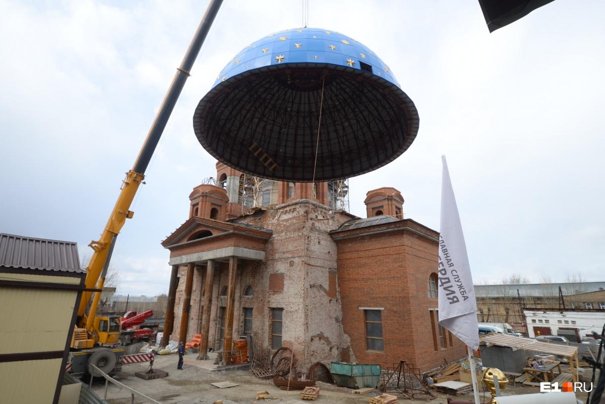 Вес главного купола собора— 6,6 тонны