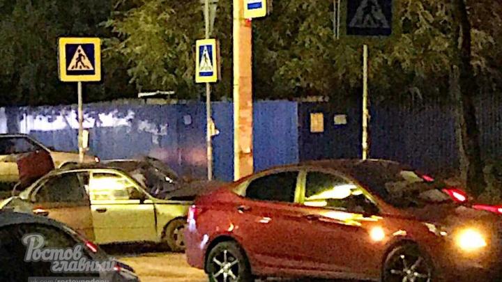 Протаранил столб: в центре Ростова произошло ДТП