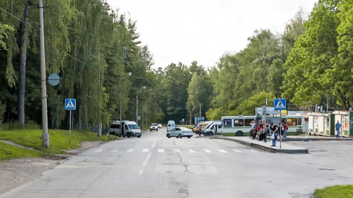 Около конечной остановки в Академгородке запретили ставить машины