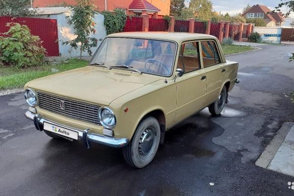 На автомобиле стоят «блатные»советские номера — 3838