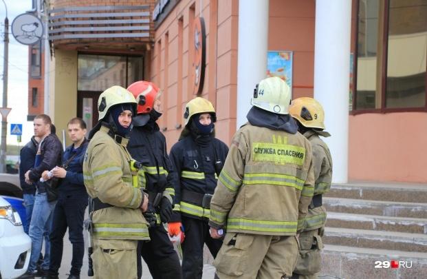 В Архангельске осудили телефонного террориста, сообщившего о «минировании» ТЦ и аэропорта