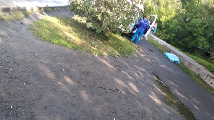 Утром в Зареке прохожие нашли на улице тело мужчины