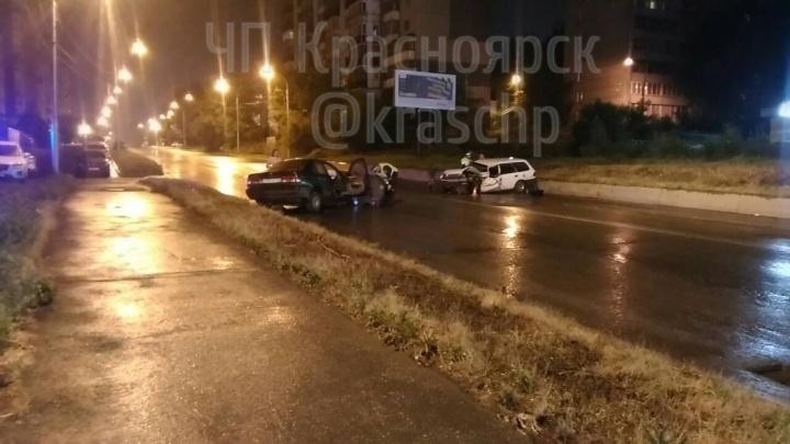 «Ниссан» и «Хонду» смяло в жестком лобовом на Новосибирской. Четверо попали в больницу