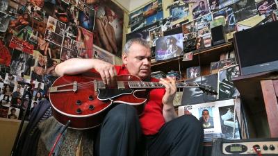 «Я всегда рвал струны на ее гитаре»: учитель Земфиры — о рокерше и нью-йоркском джазе
