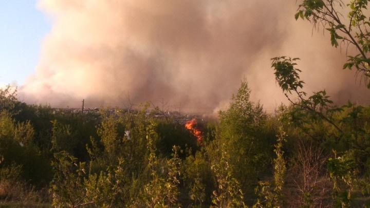 В Кировском округе произошёл крупный пожар на свалке