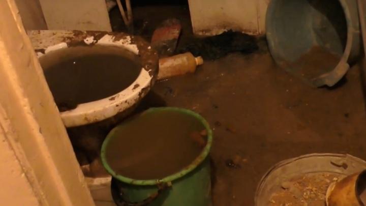 «Жильцы сами виноваты»: чиновник прокомментировал «фонтан» нечистот в Иглино