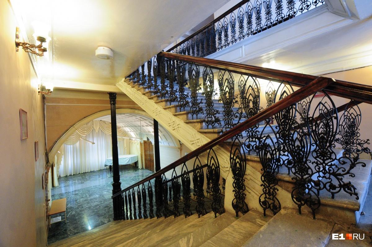 Старинная лестница внутри