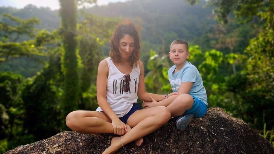 «Это нормально»: ярославна рассказала, как посреди учебного года увезла сына на месяц на море