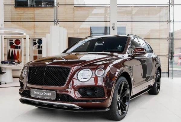«Проснулся знаменитым»: омич отрицает, что «сечинский»Bentley теперь принадлежит ему