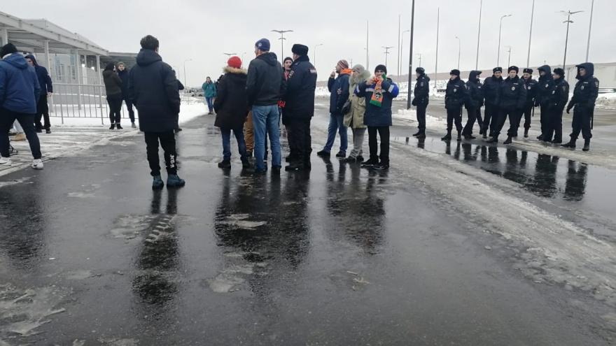 После матча «КС» — «Урал» полицейские оцепили болельщиков «враждующих» команд