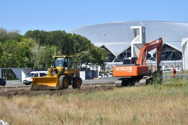 Около стадиона вновь зашевелилась строительная техника