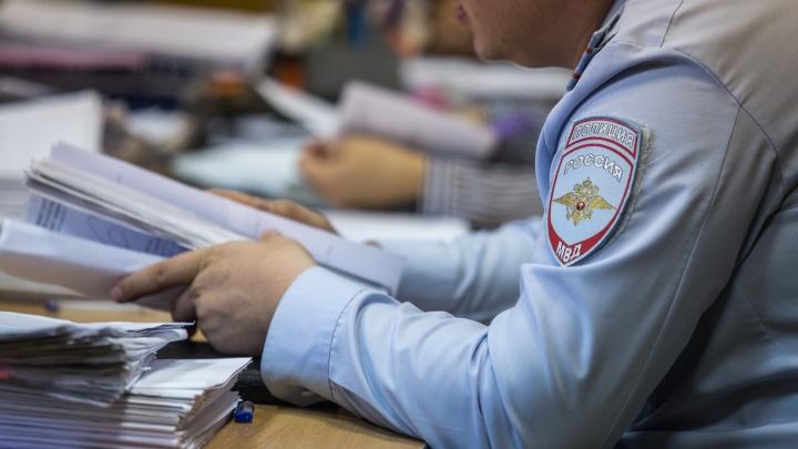 Видео: полиция скрутила новосибирца за телефонные звонки доверчивым людям