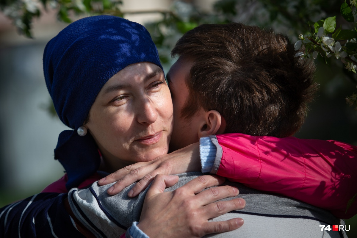 Надежда больше двух лет боролась с тяжёлой болезнью, всё это время сын ждал маму в детском доме