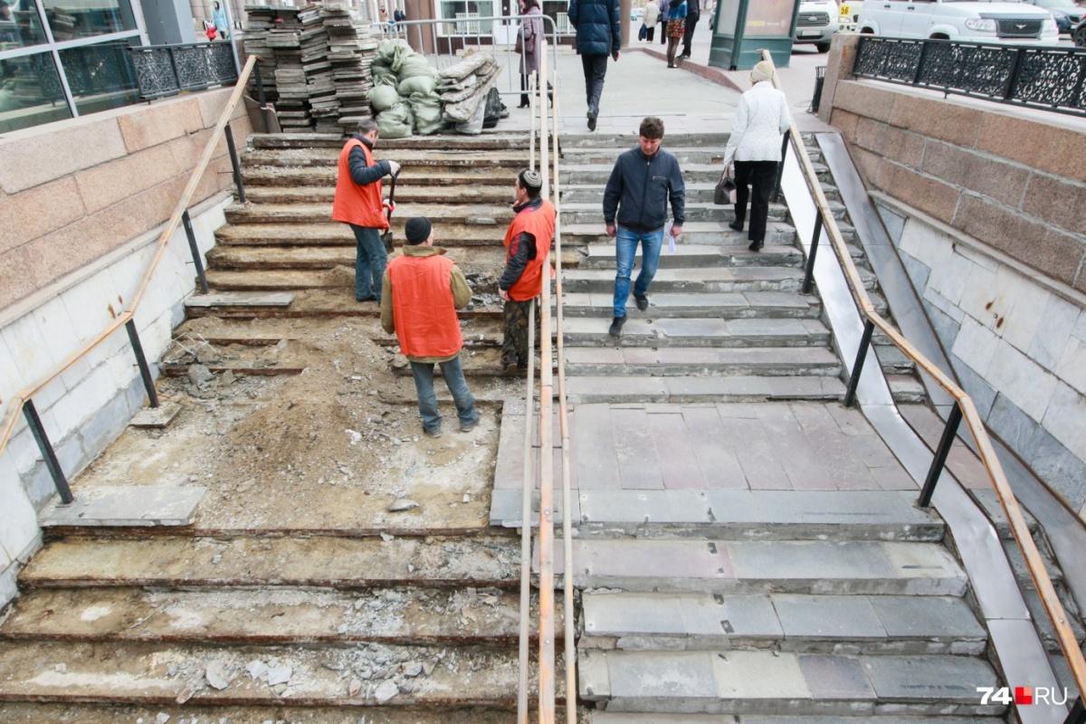 Рабочие в униформе появились в «подземке» больше двух месяцев назад