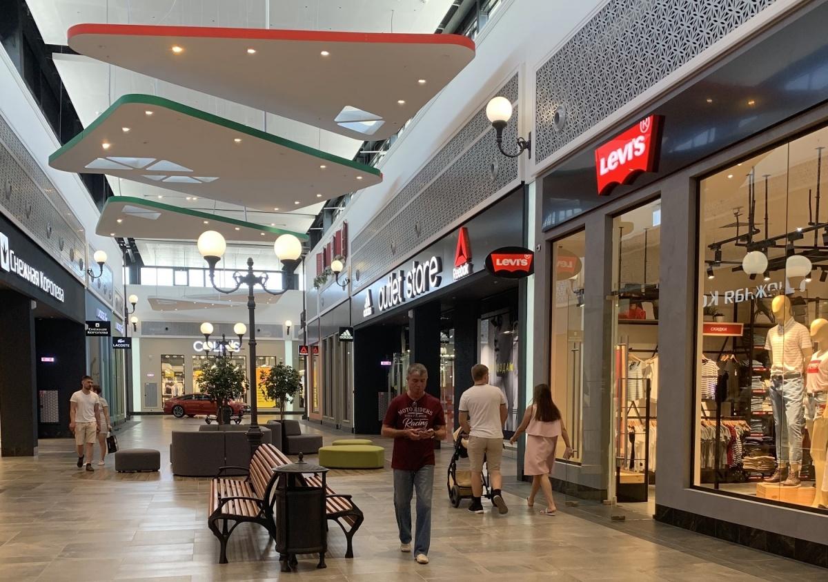 Галереи аутлета стилизованы под европейские улицы, по обеим сторонам которых размещены бутики известных брендов