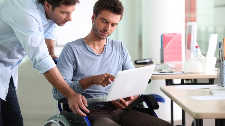 Труд без границ: аксайским инвалидам помогут поверить в себя и найти работу по душе