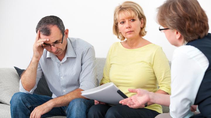 «Не можешь платить по кредитам? Обязан стать банкротом!»: пять главных вопросов о списании долгов