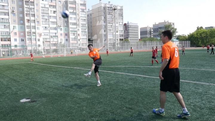 «Чекань за наших!»: полицейские из Челябинской области приняли участие в футбольном флешмобе
