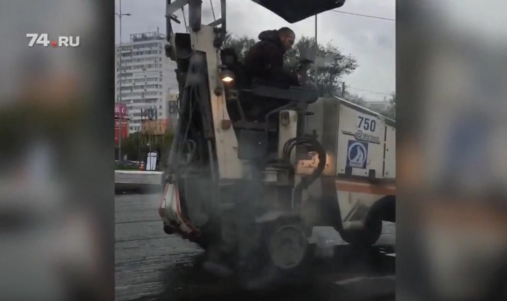На Братьев Кашириных обновят покрытие на участке от Кирова до Косарева