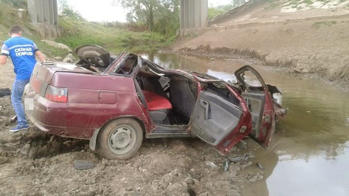 За рулем был 19-летний парень: на трассе в Башкирии с моста упала легковушка