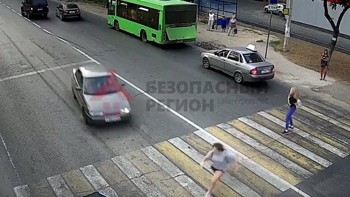 Камеры наблюдения сняли, как «десятка» сбила 15-летнюю девочку в Дзержинском районе Ярославля