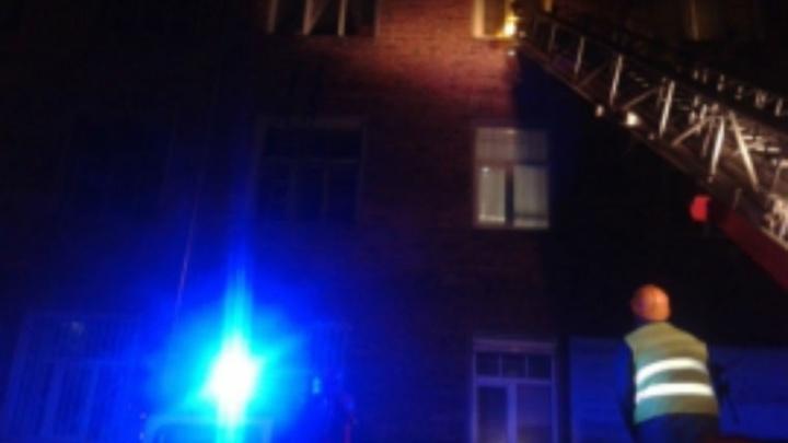 Крупный пожар в центре Рыбинска: из дома эвакуировали семнадцать человек