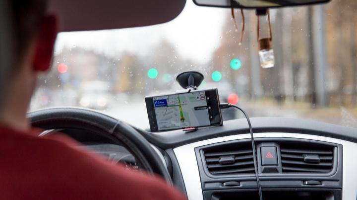 В Ярославле таксист провёл ночь со своей клиенткой и обокрал её