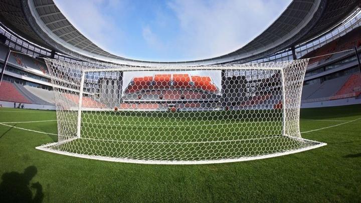 На Центральном стадионе установили футбольные ворота