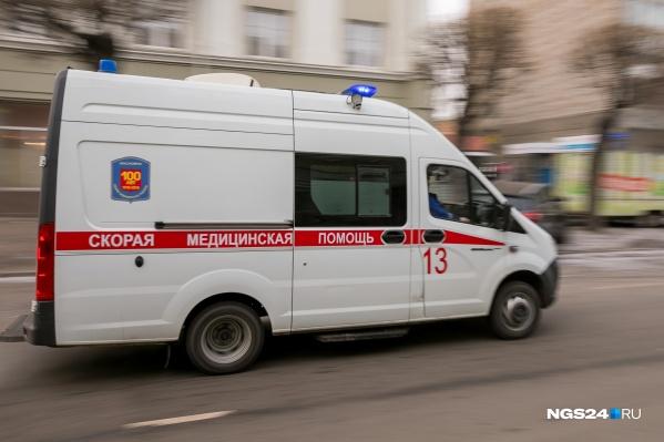 Мальчика на скорой увезли в больницу