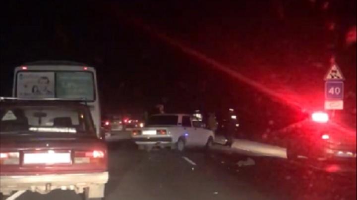 «Отбросило на 500 метров»: под Ростовом столкнулись четыре автомобиля
