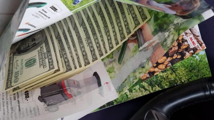 От настоящих не отличить: екатеринбуржца осудили за хранение фальшивых долларов
