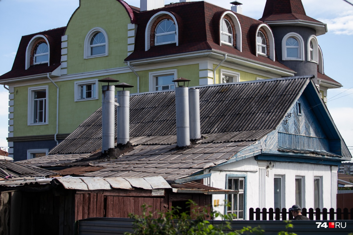 Застраиваться посёлок начал в 1929 году, и сейчас старые дома соседствуют с новыми коттеджами