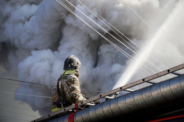 На вызов выехали 3 пожарных расчёта