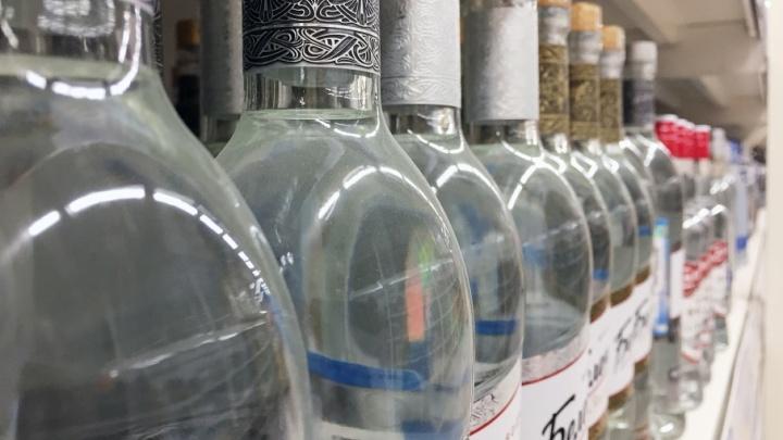 Полиция Кургана изъяла со склада поддельный алкоголь и сигареты на миллион рублей