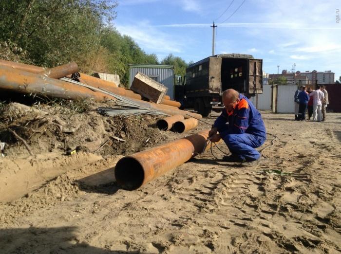 В прошлом году коммунальщики укрепили берег Ельцовки