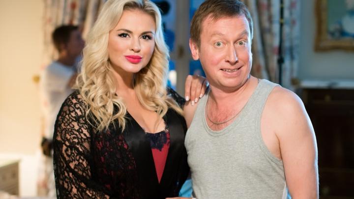 Анна Семенович соблазнит Михаила Трухина, а Анна Уколова примерит одежду для заключенных